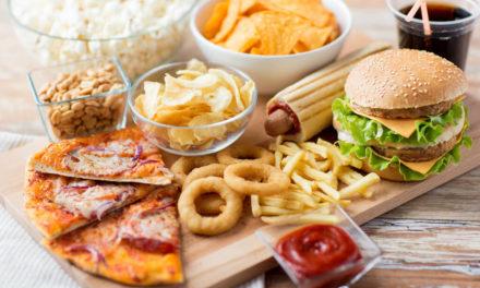 10 nepravdivých mýtů o stravování, které vám vnucují média