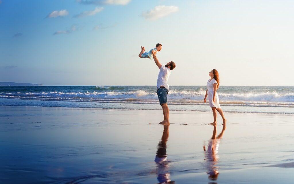 Proč byste měli utrácet peníze raději za rodinnou dovolenou než za hračky