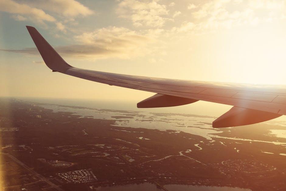 Proč musíme mít při vzletu a přistání letadla vypnutý mobil?