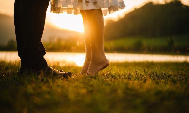 TOP 20 nejlepších romantických písniček na svatbu nebo večer ve dvou